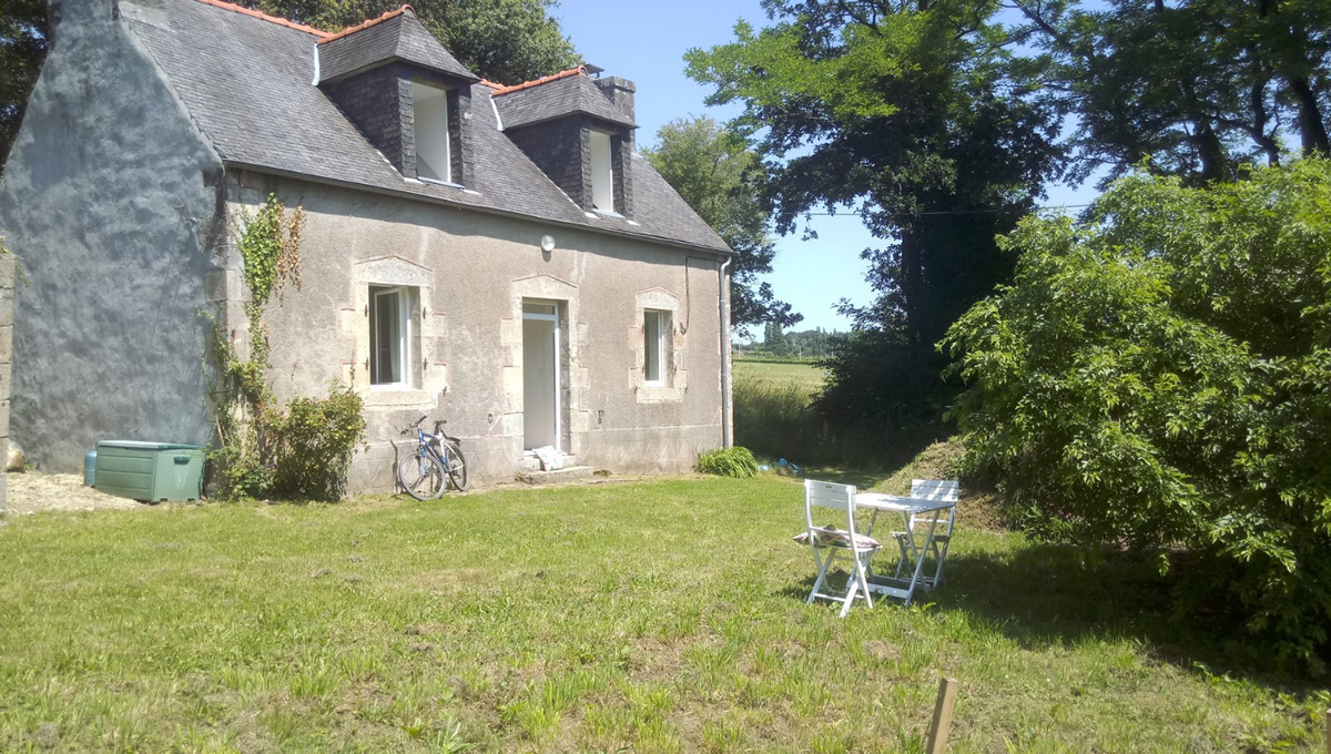 Main Photo of a 2 bedroom  Cottage for sale