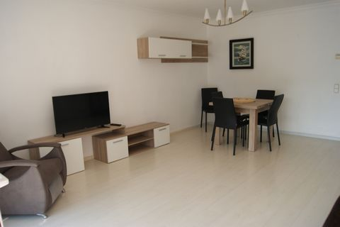 The apartment in Rosas / Roses has 2 bedrooms and has capacity for 5 people. The apartment is modern, and has 88 m². It is located 0,10 km from the sand beach, 0,20 km from the supermarket, 2 km from the bus stop. The house is situated in a family-fr...