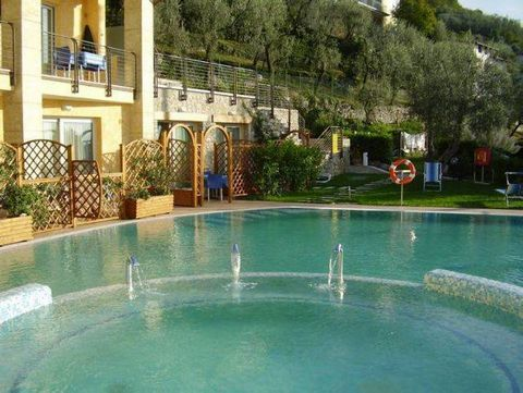 This small apartment complex occupies a great location on Lake Garda and is situated approximately 20 minutes from Gardaland, the undisputed number 1 theme park of northern Italy. The holiday complex has a private beach and a garden with outdoor furn...