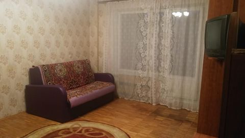 Сдается 1-комн кв-ра м Щелковская 7 мин трансп, ул Алтайская, 4/9этажн, комн 20м, кух 7м, окна в зеленый двор, тихо, большая застекленная лоджия, в комнате два дивана ,два шкафа для одежды, столик с зеркалом, на кухне необходимая мебель и техника: хо...