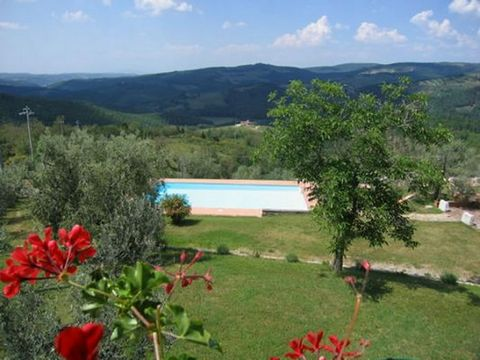 This small farmhouse in the Chianti area has been totally renovated in accordance with the typical Tuscan style. Its central location makes it an ideal start point for excursions as it allows easy access to cities such as Florence (27 Km), Siena (35 ...