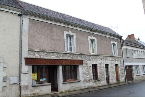 Maison d'habitation restaurée comprenant : -au rez-de-chaussée : un séjour, une cuisine, WC, un dégagement, une salle d'eau et un cellier. -au premi