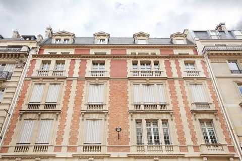Paris 8th - In the heart of the golden triangle, between Champs Elyseees and avenue George V, perfect two bedroom