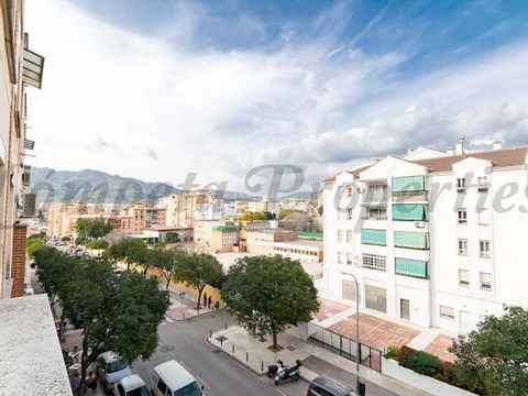 Central apartment on the third floor of a building with elevator in Malaga city, located in a nice location with all the local amenities close by, bus stop, banks, and opposite Blas Infante School. The apartment comprises a fitted kitchen, a large li...