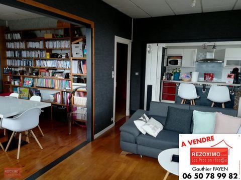 Ardèche, à Privas, je vous propose notre magnifique appartement lumineux de 96m². Il dispose d'un vaste espace de vie avec cuisine ouverte de 42 m²,