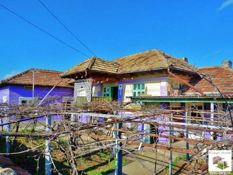 Two-story house with attachment and big outbuildings located in the center of a well-developed village Countryside property located in a well-developed village of Krusheto, only 25 km north from Veliko Tarnovo. It is with good infrastructure and offe...