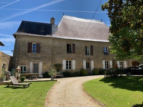 A rare opportunity: this beautiful and sympathetically renovated house from 1628, set in countryside 3km from a pretty village with 4 restaurants, café-bar, bakery. The property comes with just under two hectares, an attached 200m2 barn, heated pool,...