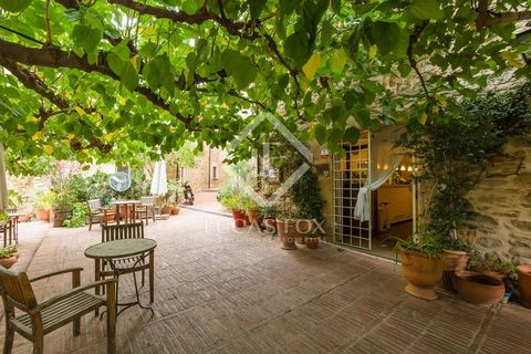 This is a rare opportunity to acquire a well-established, family run hotel-restaurant business, located in the historic centre of one of the Baix Emporda's most important medieval villages, just 15km from the nearest beaches of the Costa Brava. The p...