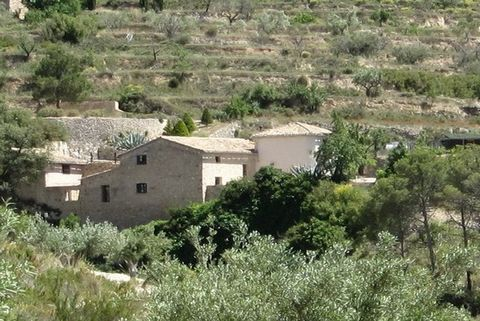 Property and Location:and#13;and#13;We are pleased to be able to offer you this spacious and peaceful country residence. The property is located on the outskirts of Torremanzanas a well-known Costa Blanca mountain village. Alicante Airport is approxi...