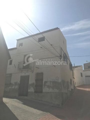 A large house with garden or orchard space for sale in the heart of the pretty town of Oria here in the northern part of sunny Almeria Province.The house has three floors with the ground floor comprising of entrance hall, three bedrooms,lounge and ki...