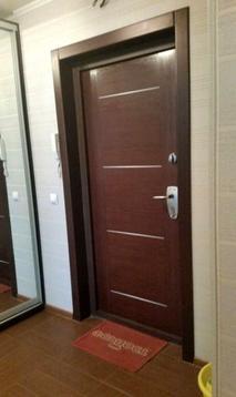 Лот №bl3193993. В доме две небольшие комнаты, хорошо обставленная кухня. Удобства внутри.