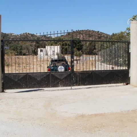 LEROS Lakki, Agios Theologos. For sale a plot of 2,800 sq.m., in city plan. The plot has a new building permit with topographical survey. The plot has a stone fence and a large gate. It can be divided into several sections. Located five minutes walk ...