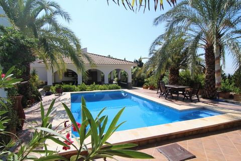 Property and Locationand#13;and#13;We are pleased to be able to offer you this spacious and conveniently located country residence. The property is close to San Vicente del Raspeig and Alicante. It is within easy reach of all major road and public tr...