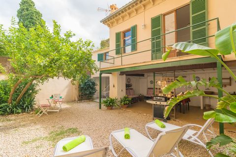 Traditional village house in the stunning town of Sóller, ideal for 6 - 8 guests and at only 3.5 km from the beach. The patio of this beautiful village house is perfect to relax. In the morning, it invites to enjoy a tasty breakfast, followed by a pl...