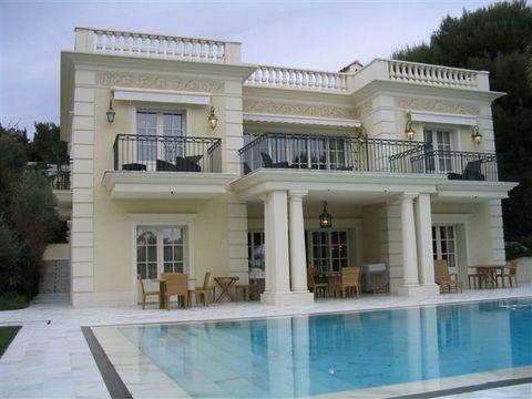 Splendide propriété composée de deux villa chacune avec piscine chauffée. Secteur très prisé de Saint Jean Cap Ferat, à deux pas du Grand Hotel, dans un endroit calme.