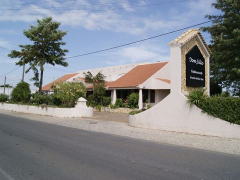 This Restaurant is ideally located in the Golden Triangle, between the prestigious areas of Quinta do Lago and Vale do Lobo. It is an excellent investment opportunity and has a few bonus features. These include two 3 bedroom apartments on the top flo...