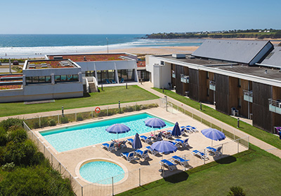 Your holiday destination is located in the dynamic center of Guidel, to the far west of the Lorient region, it shares the Laita river with the neighboring Finistère region. Guidel is known for its sandy beaches, a nature rich in flora and fauna, its ...