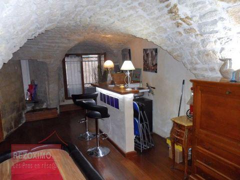 Maison de village rdc + 2 . entièrement rénovée . 120 M2 de bonheur . Le bien se situe dans un très joli quartier historique de la commune . rénova