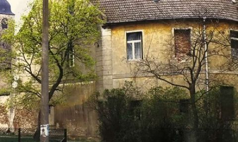2 Semi-Detached HousesLeitzkau, GommernOn offer for sale in Germany are two semi-detached houses arranged internally to provide eight apartments. The houses are in need of some repair and are located in Leitzkau, a district in the town of Gommern, 32...