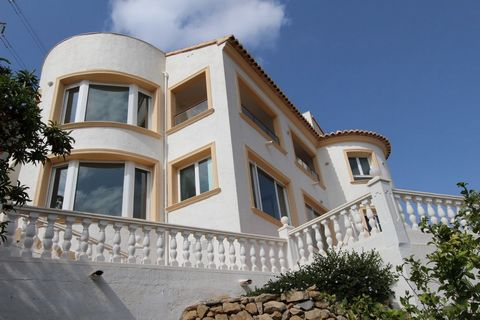 FANTASTIC VILLA WITH TWO INDEPENDENT HOUSES, WITH SEA AND MOUNTAIN VIEWS. THE HOUSE HAS 4 BEDROOMS, 3 BATHROOMS, 2 LIVING ROOMS, CINEMA, STORAGE ROOM, GARDEN, LARGE 10X5M POOL.[IW]