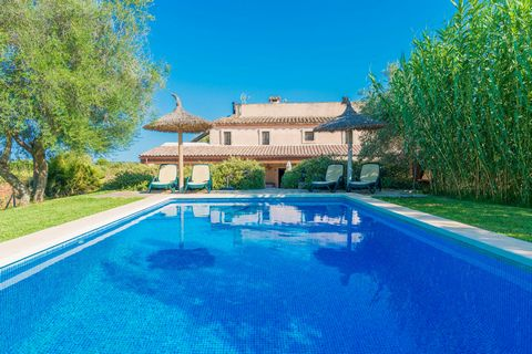 Set in Búger, in Mallorca North, this authentic country house with private pool welcomes 6 people. Dated back to the 16th Century, this natural stone house is surrounded by fields and has unobstructed views up to the Tramuntana mountain range. Highly...