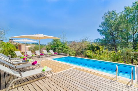 On the outskirts of Sant Llorenç des Cardassar, this spectacular house for 6 people is waiting for you. Located in the middle of the garrigue, it features a beautiful chlorine pool with mountain views. Within a very special environment, quiet and pri...