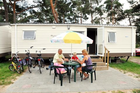 You can enjoy nature in Lommel in Belgium. Camping Blauwe Meer, the lake, the woods and the beachhouse provide plenty of fun for the whole family in the middle of this green region. In the middle of Camping Blauwe Meer you will find the beautiful cen...