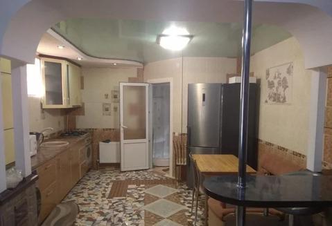 Лот №K8294123. В доме евроремонт , две жилые комнаты , большой коридор переходящий в кухню. Интернет, кондиционер. Залог не разбивается. Звоните, оперативный показ!