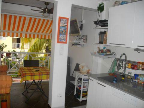 Magnifique prestations pour cet appartement proche de toutes commodités : cuisine aménagée équipée avec gouts et de nombreux rangements chambre foncti