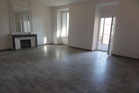 Alès, 15 et 15 bis rue d'Avèjan, superbe appartement de type 3, 80 m2 habitables et terrasse de 23 m2 dans résidence de standing en cours de rénovatio