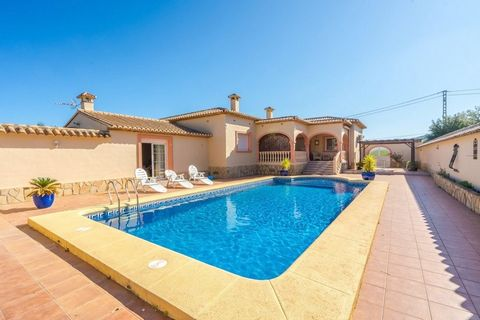 Luxury villa for sale or rent within walking distance of Jalon's town centre. Completely walled all around, private pool 10x5 4 bedrooms with 3 bathrooms bath tubs with jet stream and separate shower cabin 2 complete kitchens dishwasher etc. all room...
