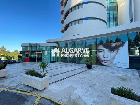 Located in Albufeira. Commercial area located in a prime area of Albufeira, close to the beaches and all services and surrounded by restaurants, bars, shops and banks. Just 5 minutes' drive from Albufeira beaches. 110 sq.m. of area and 79 sq.m. of st...