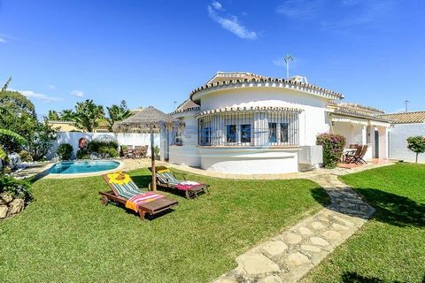 Spain / Marbella-Puerto Banus 5 minutes by car from the famous Banus marina and its many activities restaurants, shops, bars, shops, nightlife, nautical activities ..... in a quiet and privileged area, beautiful Andalusian type villa composed of 3 be...