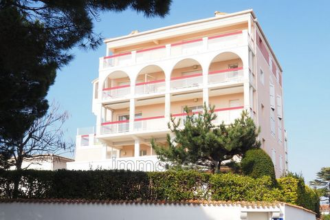 holiday rental in royan, in a quiet and secure residence, this apartment of 30 m² with a beautiful sea view located 250 m from the beach chay offers a bright living room opening onto a large terrace of 13 m², with a convertible, an independent kitche...