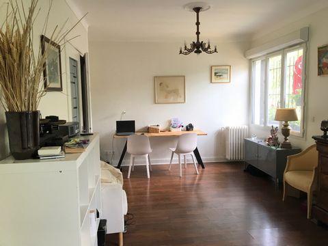 COLOMBES PETITE GARENNE - Appartement 2 pièces 53 m² vendu loué 898.92 euros (charges comprises), dans une rue pavillonnaire calme, petite résidence