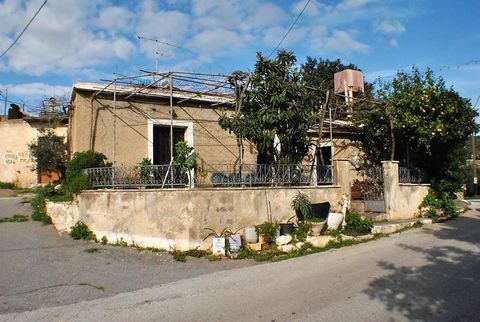A very large old house located in a small settlement in Lakonia, East Crete yet within a 10 minute drive of the resort town and beaches of Agios Nikolaos, East Crete. The house is habitable and would benefit from some modernisation to create a comfor...