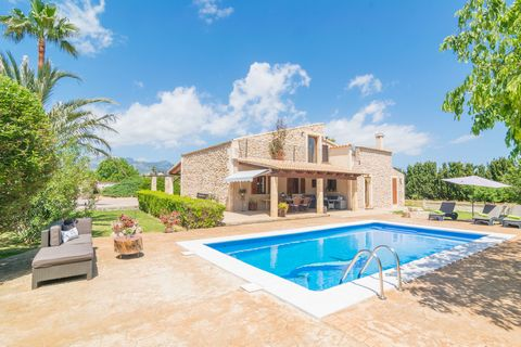 Welcome to this precious rustic villa on the outskirts of Búger, where 6 people will enjoy of a wonderful private pool. The exteriors of this beautiful property are wonderful as they have a great simplicity but lots of liveliness and beautiful mounta...