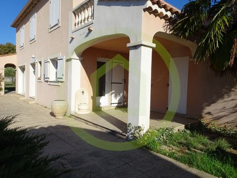 On the commune of Château-Arnoux--Saint Auban, this property will allow you to combine work and family life. Ideal in a professional or office (possibility of buying a land juxtaposed for a craft or commercial activity The house consists of the rdc o...