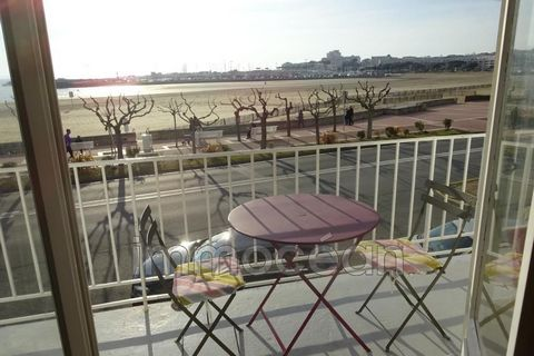 located facing the large conch of royan, this apartment of 75 m² with sea view offers an entrance, a living / dining room opening onto a balcony, a kitchen, 2 bedrooms, a sea view, a bathroom with wc, a small laundry. this apartment is equipped with ...