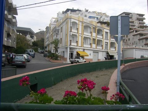 This apartment for sale is in Oasis Canada 5 on the Calle Rambla del Espinar in La Herradura in Granda Spain. The property is located on the fifth floor and had 3 bedrooms. There are two lifts in the complex to take you to the apartment. The apartmen...