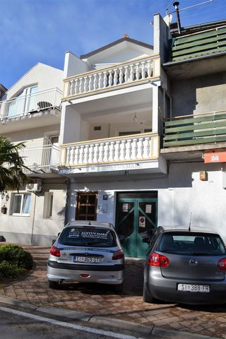 Business space for sale in the center of Vodice  Spacious office space is located on the ground floor of a terraced house in the center of Vodice. Size 85.76 m2. The space contains three toilets and one pantry. Suitable for variousbusiness.  For m...