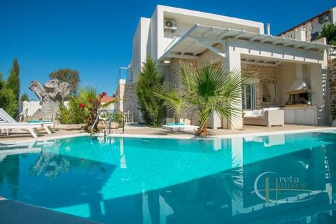 This villa was built in 2014 in a very quiet area of Pitsidia overlooking the psiloritis mountains. It has a living area of 205 m2 while the area of the plot is 600 m2. The villa has an open kitchen overlooking the dining room and living room and 3...