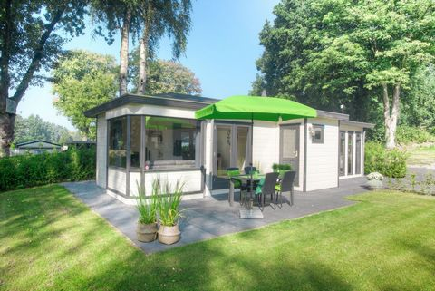 Recreation park De Wielerbaan is beautifully located in Wageningen, near the Rhine. The holiday park is located between the Veluwe, the Utrechtse Heuvelrug, the Gelderse Valley and the Betuwe where you can enjoy nature and tranquility. At the park yo...