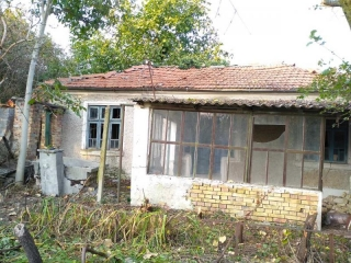 This is an old house coming for sale with a large plot of land having an area of 1700 sq.m. The property is located in the village of Avren, only 28 km from Varna City Center and 29 km from the beach. The village of Avren is a municipal center and du...