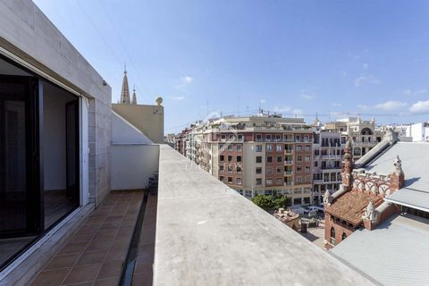 This apartment is located in one of the best and most elegant streets of Pla del Remei, in a modern building. It is a very bright and cheerful house, located on the top floor of the building, since the main room of the house with large windows opens ...
