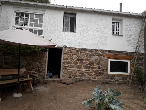 The house for sale in situated in the heart of the Ribra Sacra in the north east of Spain. It lies close to the beautiful village of Chantada in the province of Lugo. The exact location is Pereira de arriba which is a place in the parish of Pereira i...