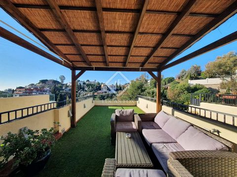 We are delighted to present this incredible 164 m² duplex townhouse, located in Cerrado de Calderón, in a private development with a pool and gardens. The house is distributed over two floors, the ground floor being the main one and the first floor b...