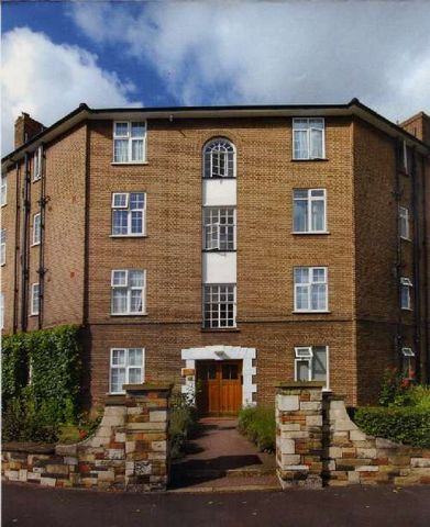 Private Apartment39 Norbiton Hall London Road Kingston upon Thames Greater London This lovely apartment is located in Kingston upon Thames, a town in Greater London and is a great investment buy in the United Kingdom. It is a 2 bedroom apartment that...