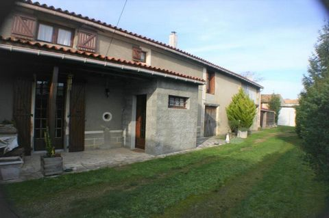 Our ref- AI4708 This village house is just a 5 minute drive from the market town of Chef Boutonne where shops, services and amenities can be found. It is nestled behind solid gates and sits on a plot of 592 m2. The roof was redone only a few years ag...