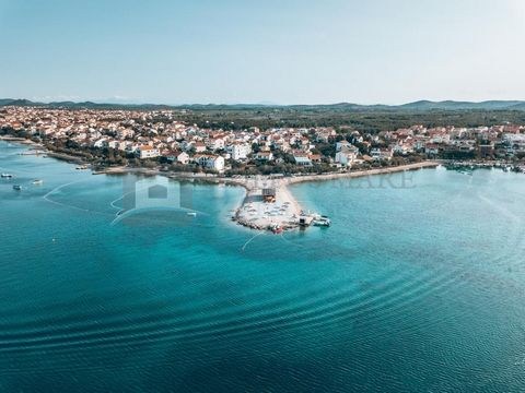 Opportunity - boarding houseand restaurant for sale -beachfront - Srima, Vodice  Object has a restaurant - pizzeria, reception and 10 bedrooms Categorization - 3 stars --- Ground floor: - a restaurant - pizzeria with 90 seats overlooking the sea. ...